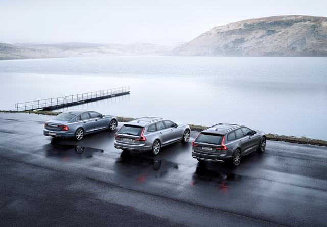 画像: 今回発表された3車種、左からS90、V90、V90クロスカントリー。