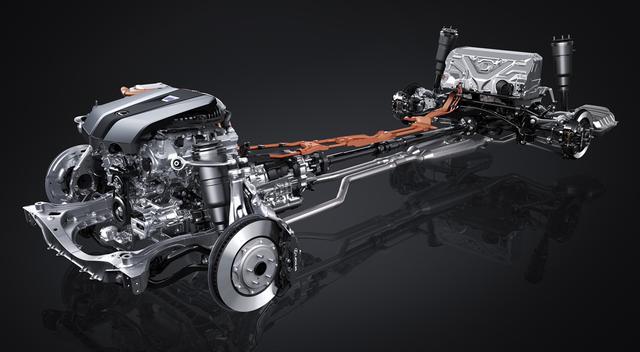画像: 写真を見る限りトランスファーは見えない。つまり、LS500hは後輪駆動車となる可能性が高い。また新世代FR車用のGA-Lプラットフォームの採用で、完全なフロントミッドシップを実現している。