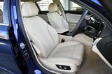 画像: ラグジュアリーではダコタレザーのシートを標準装備。もちろん電動アジャストでヒーター内蔵。