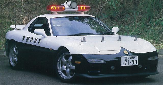 画像: 宮城県警高速隊にも配備。パトライト中央に追尾用レーダーを搭載するのが共通仕様だった。