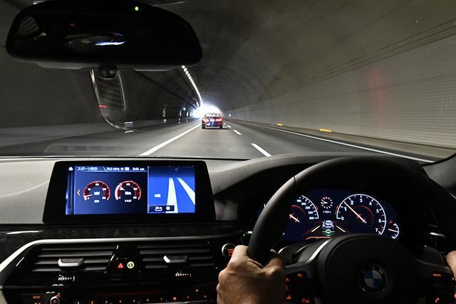 画像: メーターディスプレイ中央下部のハンドル表示が写真のように緑色の場合は、車線を認識している。
