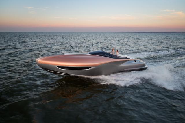 画像: レクサスのデザインフィロソフィに基づいてデザインされた船体は、立体的なフォルムと曲線美を追求。