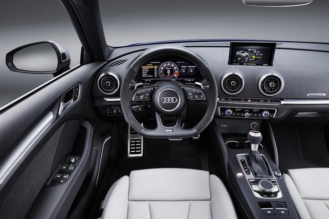 画像: ドライバーインフォメーションシステムには、ブースト計、油温計、ラップタイマーが追加されている。