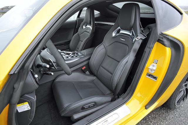 画像: AMGパフォーマンスシートはオプションだが、標準でもナッパレザー製のスポーツシートを備える。
