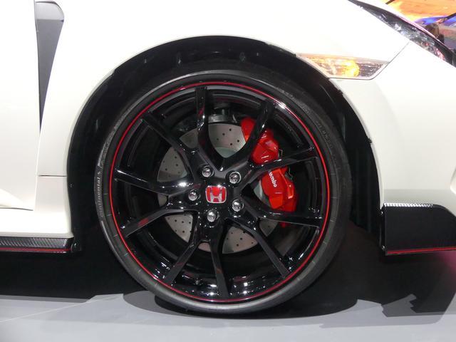 画像: 20インチタイヤ。今回も先代に引き続きコンチネンタルスポーツコンタクト6を採用する。