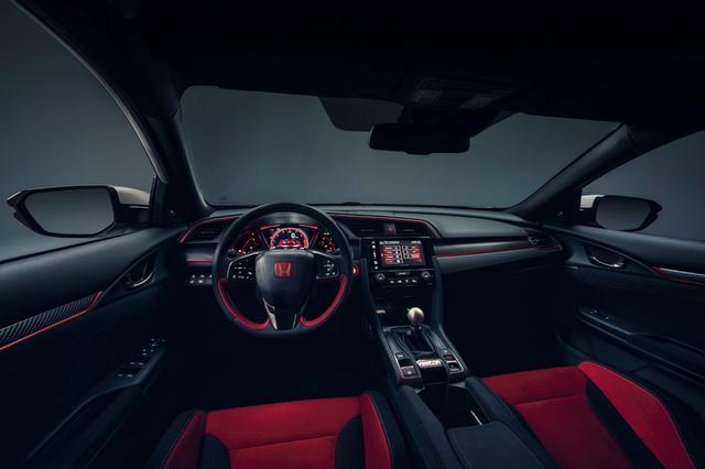 画像: 新たに「Comfort」モードが設定されてクルージング時の乗り心地が向上。ハンドリングもややマイルドになる。