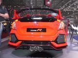 画像: ホンダブースではオレンジ色の1台も展示されていた。マフラー出口が特徴的。