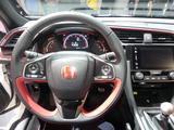 画像: デジタル速度計を中心に回転計を備えるメーターレイアウト。ドライビングモードは新型からコンフォートモードを追加、3つのモードを選択できる。
