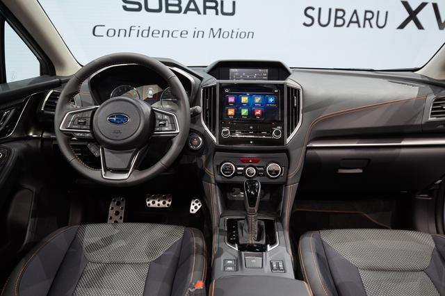 画像: インパネはインプレッサとほぼ共通のデザインを新型スバル XVでも採用。
