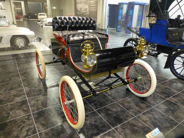 画像: トヨタ博物館に展示される1902年製「オールズモビル カーブドダッシュ」はホワイトタイヤを装着。クラシックカー用タイヤは大手メーカーで製造、現在でも入手できる。