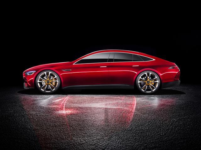 画像: 流麗な4ドアクーペモデルのメルセデス・AMG GTコンセプト。