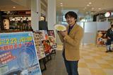 画像: レポーターの鈴木ケンイチ氏。今後も「取材メシ」紹介していきます。