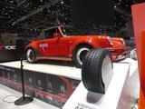 画像: 現在開催されているジュネーブショー・YOKOHAMAブースでは、ポルシェミュージアム保管展示車両である1989年製 Porsche911 930 Turbo Cabrioletに装着されている。