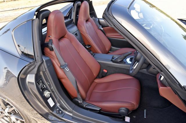 画像: VSではナッパレザーのシートが標準装備。ヒーターも内蔵。