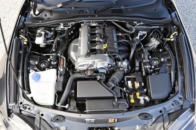 画像: ソフトトップの1.5Lから車重アップに伴いエンジンは2.0Lに換装された。