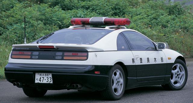 画像: 撮影した栃木県警のZ32は92年式。無線用のアンテナは「TL型」と呼ばれる自動車電話用アンテナ(懐かしい!)を模したもので、特製の基台を介して設置されている。ほかにも各部にワンオフならではの作りが見られる。