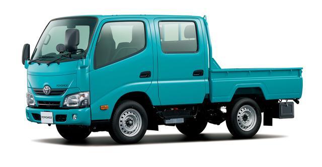 画像: 1トントラックの、トヨタ・ダイナ カーゴ ダブルキャブ・標準デッキ・低床・1t積・ディーゼル車。これは車両重量1900kg、車両総重量3230kgなので、改正法施行後の普通免許でも運転が可能。
