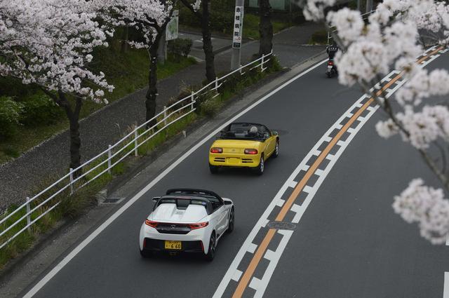 画像: これから桜の季節。オープンエア走行できる2台にはもってこいの時期になる。