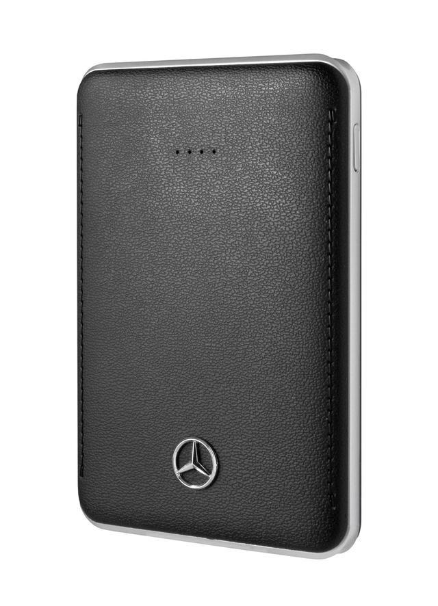 画像: iPhoneやiPad、iPod用のポータブル充電器。専用のUSB充電ケーブルが付属する。