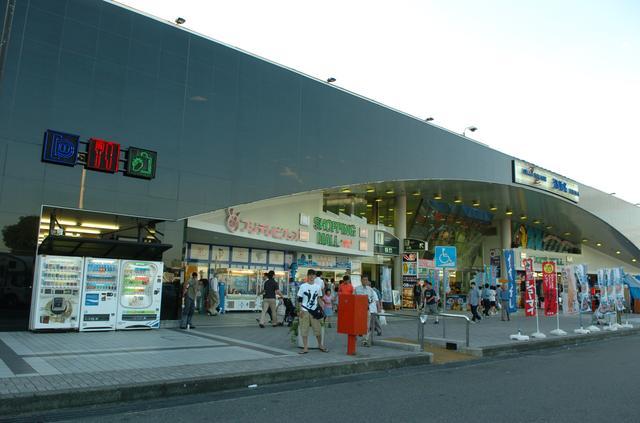 画像: 東名道・海老名サービスエリア(下り)。レストランも非常に充実している。