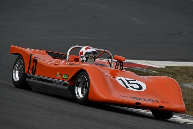 画像: いすゞベレットR6スパイダー(1970年) 日本GPに出走したのは前モデルだが、今回ドライブしたのは実際1969年に出場した津々見友彦