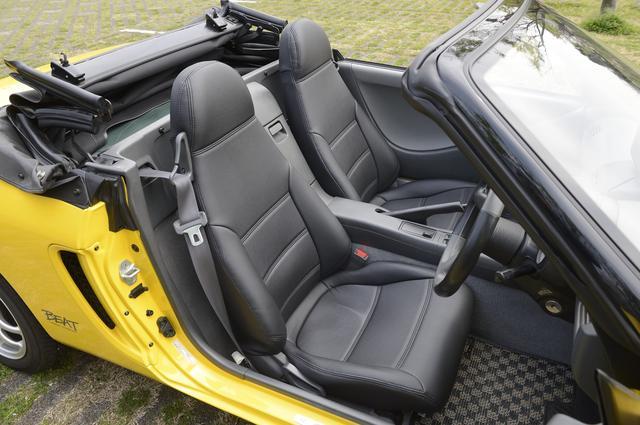 画像: ビートのインテリア。シートはゼブラ模様だが、このクルマはオリジナルのシートカバーを装着。