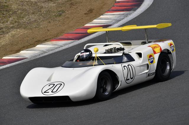 画像: ニッサンR381(1968年) 当時このマシンで優勝した北野元がドライブ、ハーフスピンはご愛嬌?