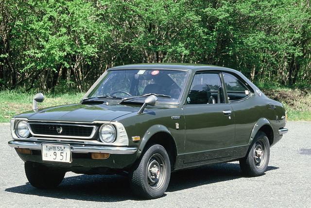 画像: 1972年3月、大衆車カローラにセリカ1600GT用に開発された1.6リッターDOHCエンジンを搭載したのがカローラ・クーペ1600レビン(TE27型)。軽量化でコンパクトなボディはセリカより100kg以上軽かった。パワーウエイトレシオは7.43kg/ps。