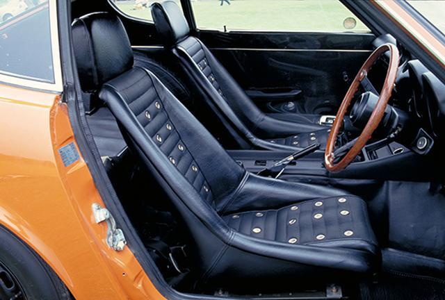 画像: リクライニング機構の付かないフルバケットシートを標準装備。