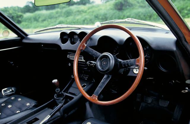 画像: ラジオやヒーターは取り外され、内装も簡素化されている。ロールバーを付ければそのままレースに出場可能!