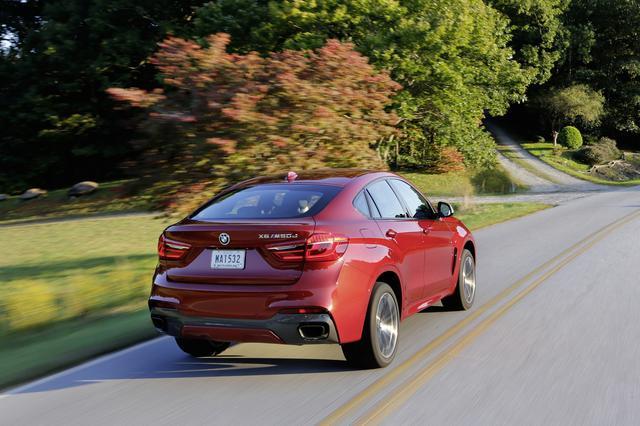 画像: BMW X6はクーペのようなスタイリッシュなリアスタイル。