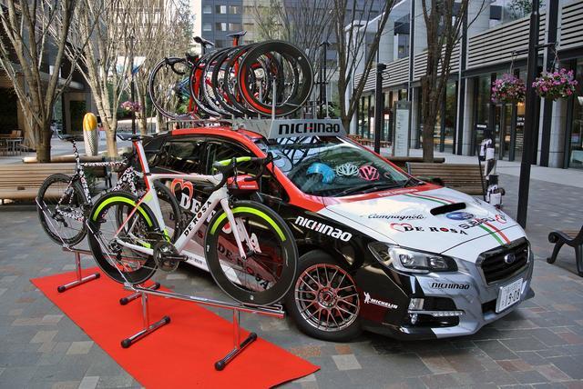 画像: 自転車メーカー、デローサの展示。レヴォーグがイタリア車に見えてくる!?