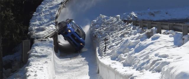 画像: コースから飛び出すのでは!? ヒヤリとするシーンの連続。