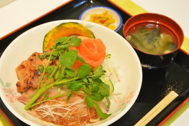 画像: 上河内SA(上り)「うんめぇ~! 笑顔の絆丼」