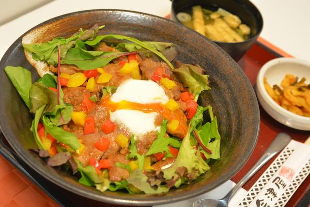 画像: 阿賀野川SA(下り)「新潟産豚ヒレ肉の変な丼」