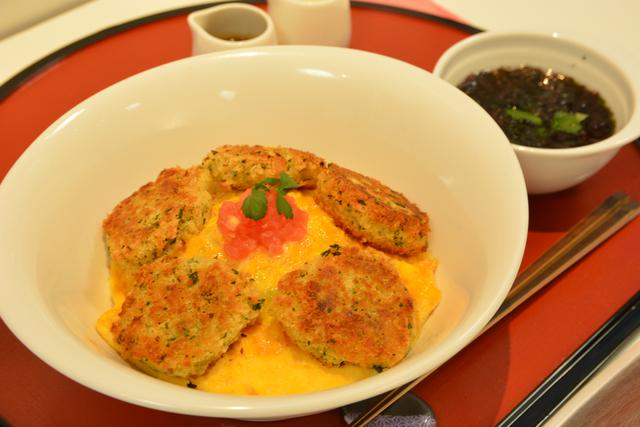 画像: 菅生PA(上り)「伊達なSUGO油麩丼~竹鶏卵の洋食仕立て~」