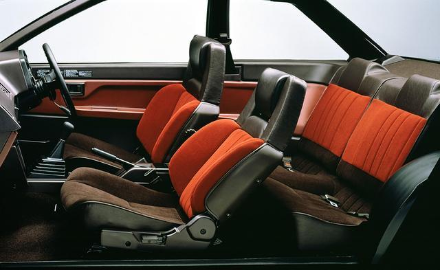 画像: バケットタイプのフロントシートはGTV以上のグレードに標準装備。ただし、ホールド性能は見た目ほどは高くない。リアシートも十分実用に耐えるものだった。