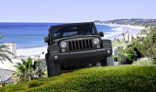 画像: Jeep Wrangler Unlimited Navi Edition(ラングラー・アンリミテッド・ナビエディション) エンジン:V型6気筒 DOHC 排気量:3,604cc 駆動方式:後2輪・4輪駆動(選択) トランスミッション:電子制御式5速AT 使用燃料:無鉛レギュラーガソリン 最高出力:209kW(284ps)/6,350rpm(ECE) 最大トルク:347N・m(35.4kg.m)/4,300rpm(ECE) ハンドル位置:右 販売台数:限定400台(ブラック:200台、ブライトホワイト:200台) 車両価格:¥4,131,000(税込)