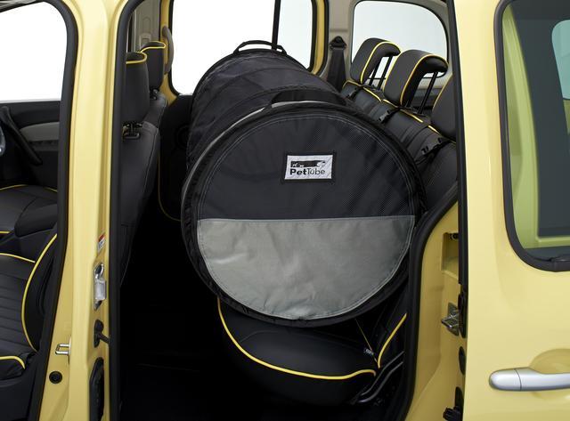 画像: ベルトチューブ 軽くて持ち運びにも便利な、ペット用の簡易ドライブハウス。サイズ調整が可能で、後席スペースを有効活用できる。