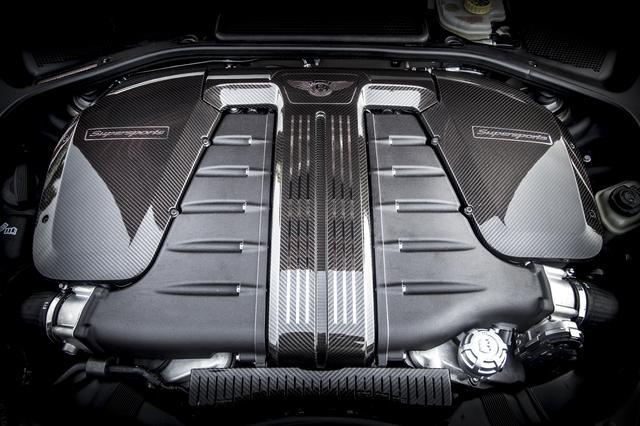 画像: 最高出力710ps/5900rpmにまで、チューンナップされたW12エンジン。