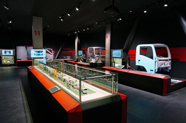 画像: 工場でトラックがどのようにつくられて、ユーザーまで届くのかを紹介する。