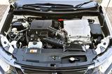 画像: エンジン始動性を改良したことで、従来モデルより素早くモーターへ電力供給が可能になり、強い加速が必要なときの加速レスポンスを向上させている。