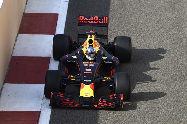 画像: F1マシンを正面から見るとわからないが・・・。