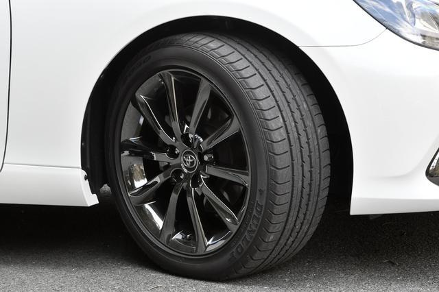 画像: RDSグレードのタイヤサイズは235/45R18。スパッタリング塗装のアルミホイールが標準装備となる。