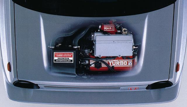 画像: シティターボに搭載された1.2リッターSOHCターボエンジンにインタークーラーを追加した。ボンネット上のパワーバルジもインタークーラーを入れるため、一体成形の大型のものが装着されている。