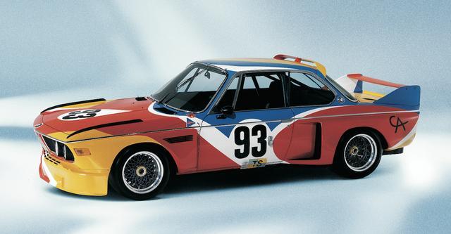 画像: アレクサンダー・カルダーが1975年にペイントした「BMW 3.0CSL」。これがサーキットを疾走したのかと思うと、ワクワクしてくる。