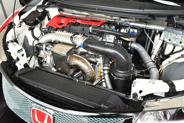 画像: Modulo CIVIC TCRの2リッターターボエンジンは、最高出力330ps 最大トルク400Nmを誇る
