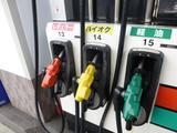 画像: ハイオクガソリンのノズルは「黄」と法令で決められている。