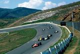画像: 1969年5月に開催されたJAFグランプリでの30度バンクの様子。このレースはフォーミュラマシンで闘われた。