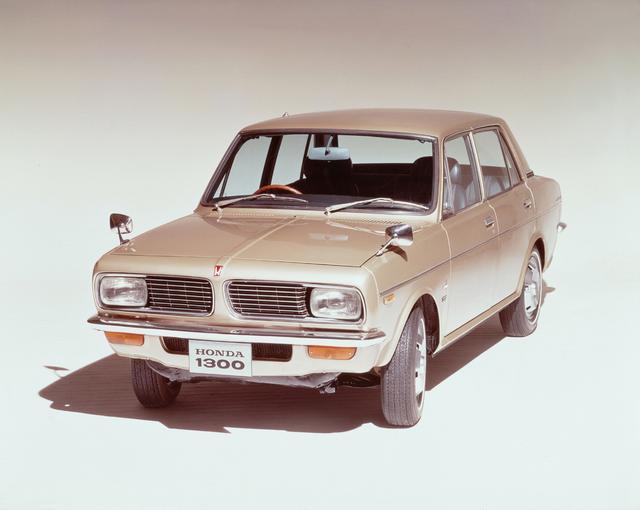 画像: ホンダ初となる小型乗用車がこのホンダ1300だ。